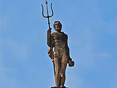 Poseidon, Steinfigur mit Dreizack
