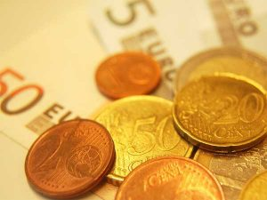 Bankfiliale, Euromünzen und Scheine