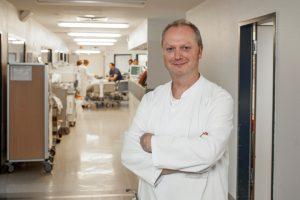 Patientensicherheit durch mehr Hygiene, Mann in weißem Kittel