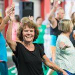 Seniorenmesse, Tanzende Frau