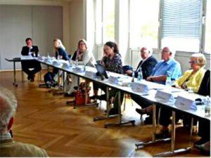 Seniorenpolitik, Langer Tisch mit Delegierten