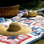 Picknickdecke mit Hüten