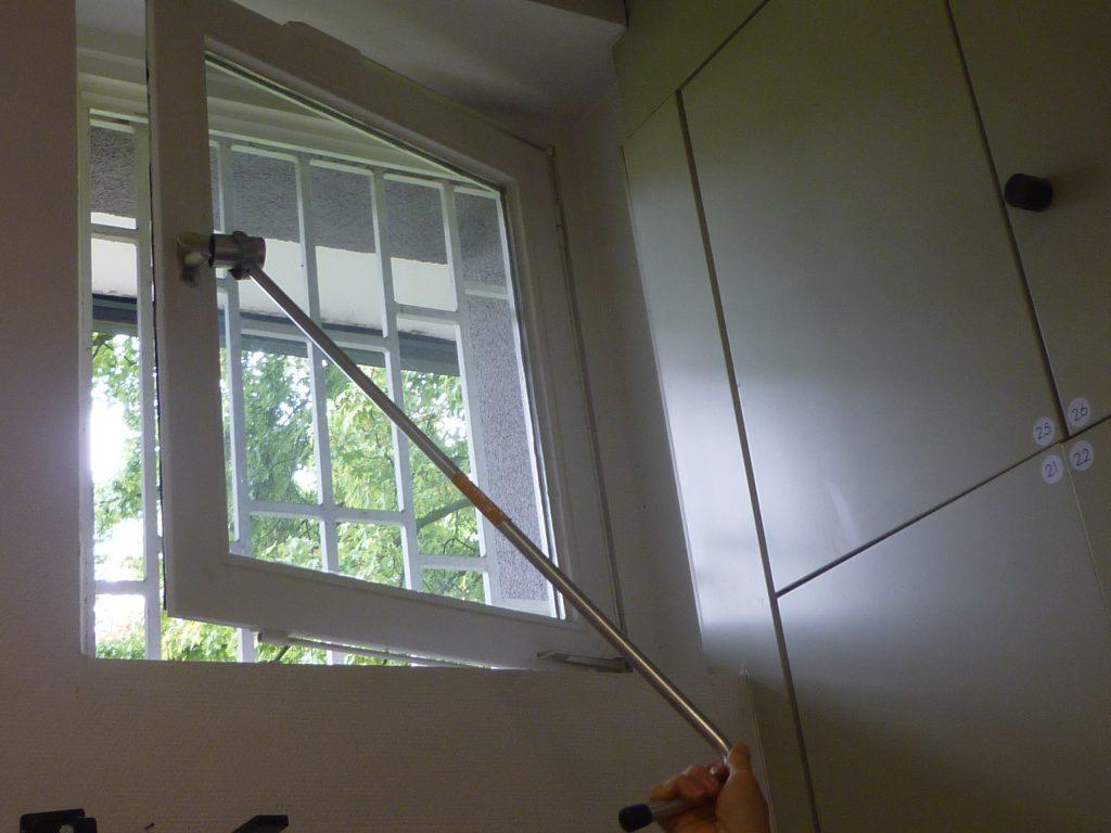 Hilfsmittel im Alter, Stange am Fenstergriff