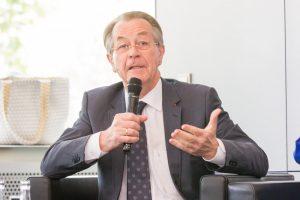 12. Deutsche Seniorentag, Mann mit Mikrofon