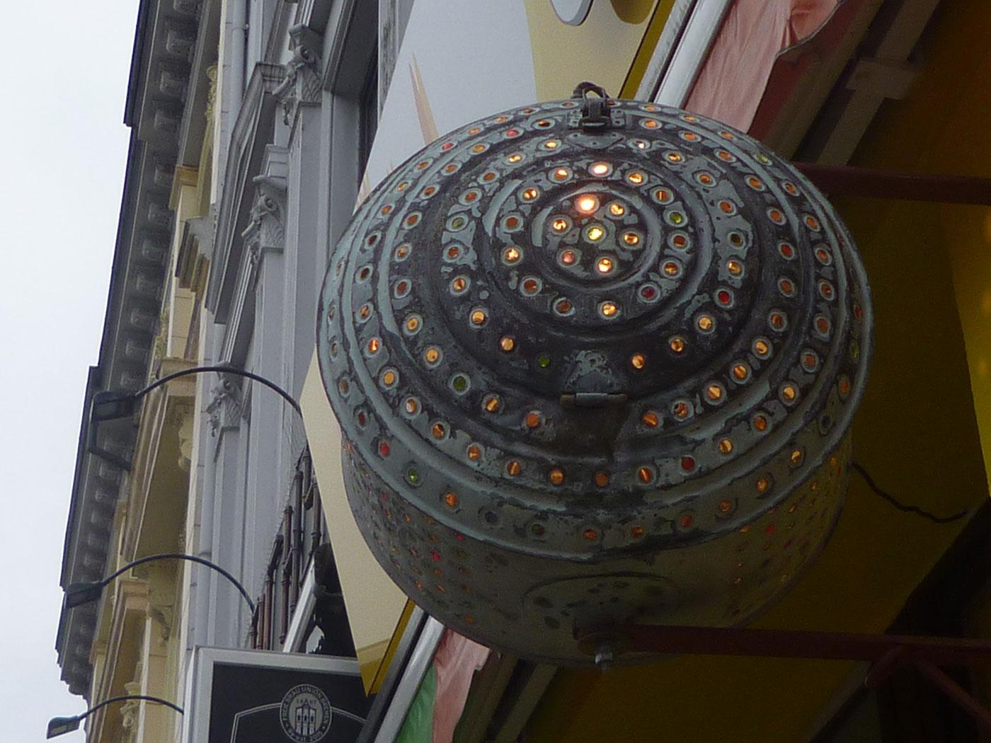 Das Viertel, Von innen bunt beleuchtete Waschtrommel