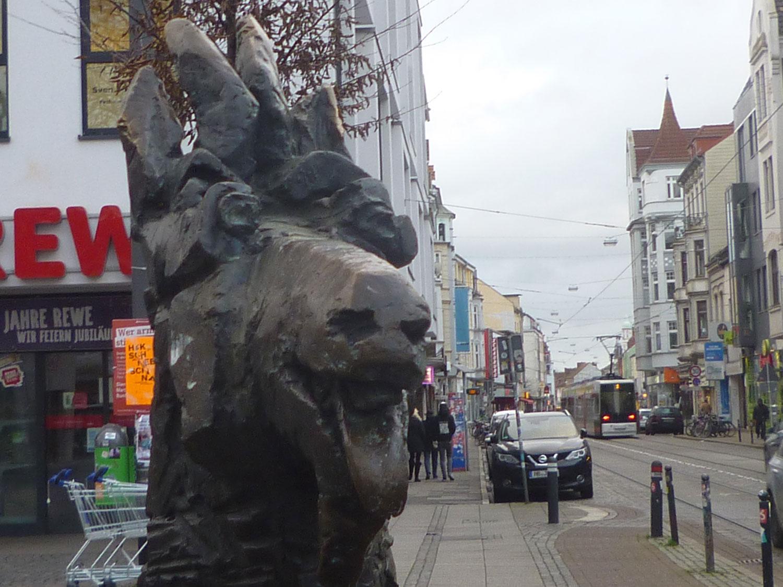 Das Viertel, Kopf einer Ziegenskulptur