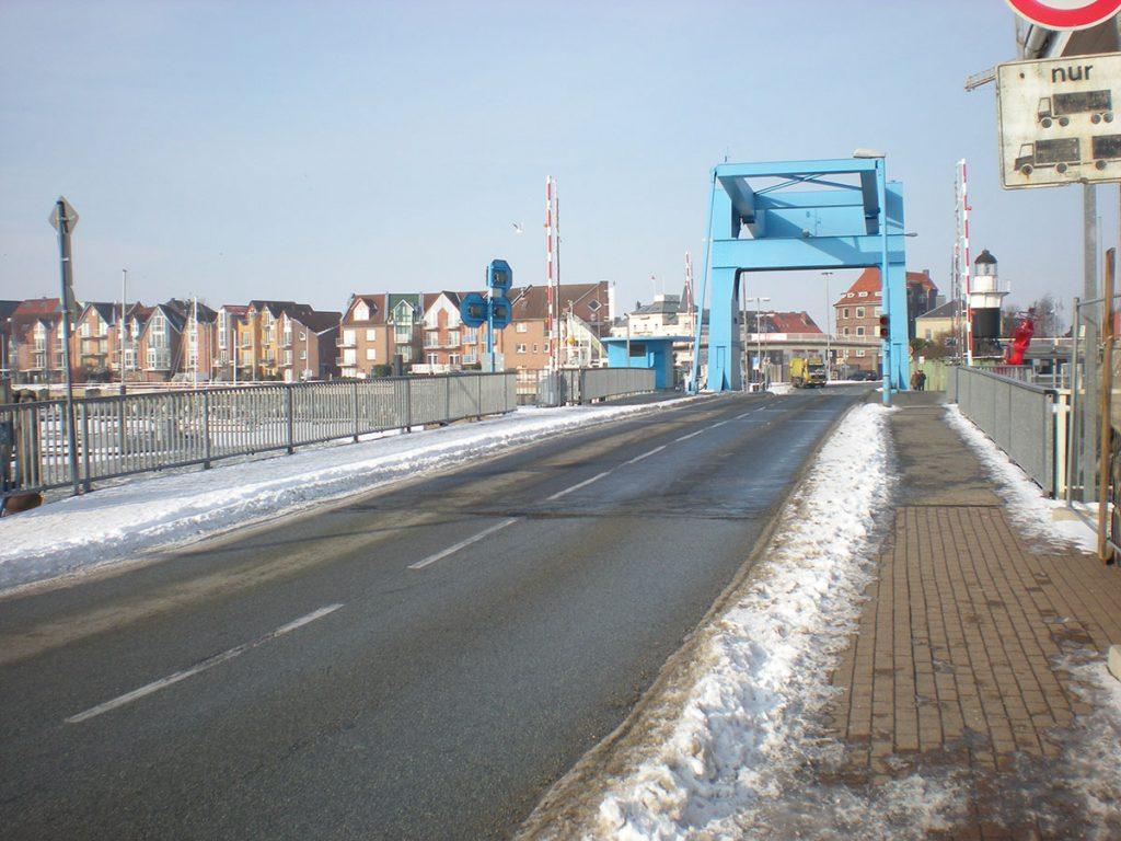 Brücke mit Schneeresten