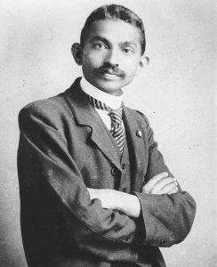 Vorbilder Schw/weiß- Foto eines jungen mannes im Anzug
