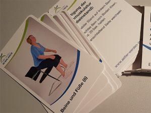 Beweglichkeit, Schachtel, aus der mehrere karten wie von einem Kartenspiel herausfallen