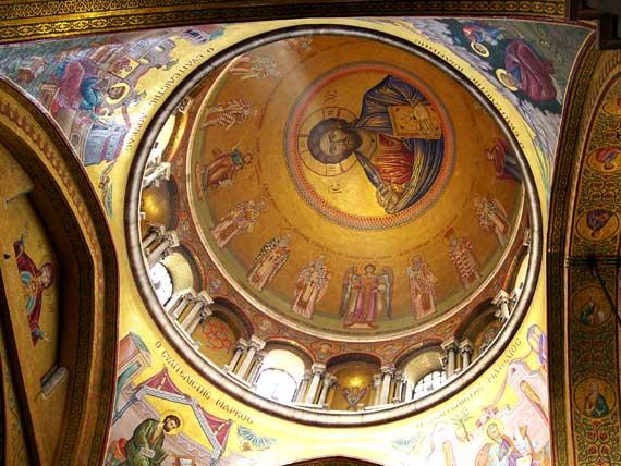 Deckenmosaik mit Jesus in der Kuppel der Grabeskirche