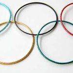 5 Armreifen, in der Form der Olympischen Ringe zusammen gelegt