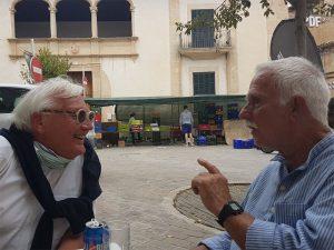 Begegnung mit Ritxart, zwei Männer unterhalten sich