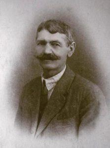 alte Fotos, Schwarz/weiß- Portrait eines Mannes mit Schnurrbart