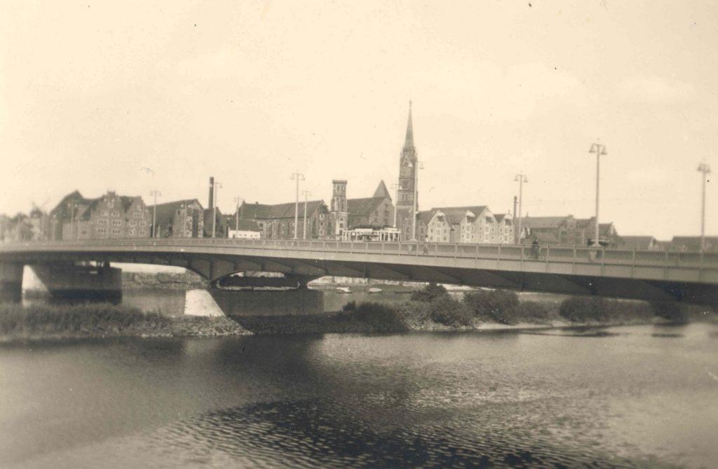 Stephanibrücke, Alte Aufnahme einer Brücke