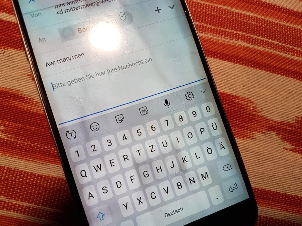 Smartphone mit Eingabetastatur