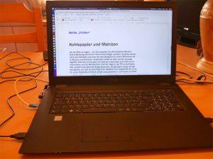 Laptop mit Bildschirm